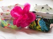 motif tropical flamants roses et perroquets