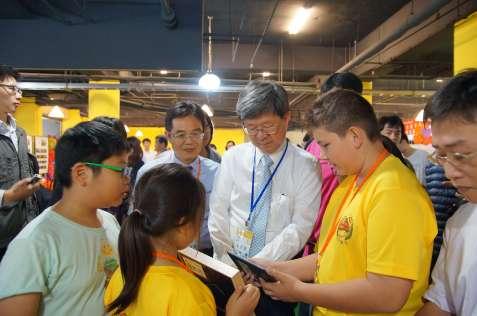 吳部長至虎尾科大參與揭牌及見證基地與夥伴學校結盟大會合作簽定4