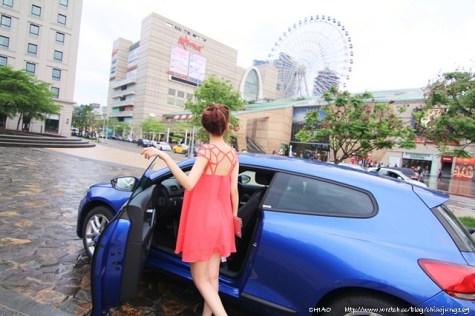 招待。城市專屬小跑車照樣全家出遊。福斯VW