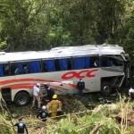 Autobús de la OCC cae a barranco en Comitán,