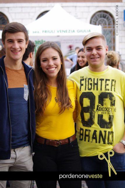Yellow e big smiles anche per questi tre universitari