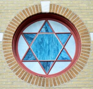 window-1216674_640