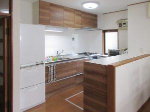 市川市T様邸で「ラクエラ」でキッチンリフォーム&床と玄関工事を行った施工事例をご覧ください