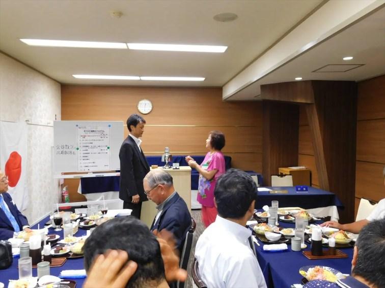 土橋パスト会長から渡部会長へ任命式