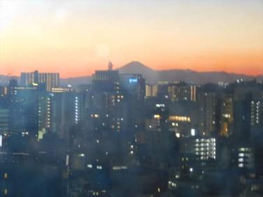 夕空に富士山のシルエット