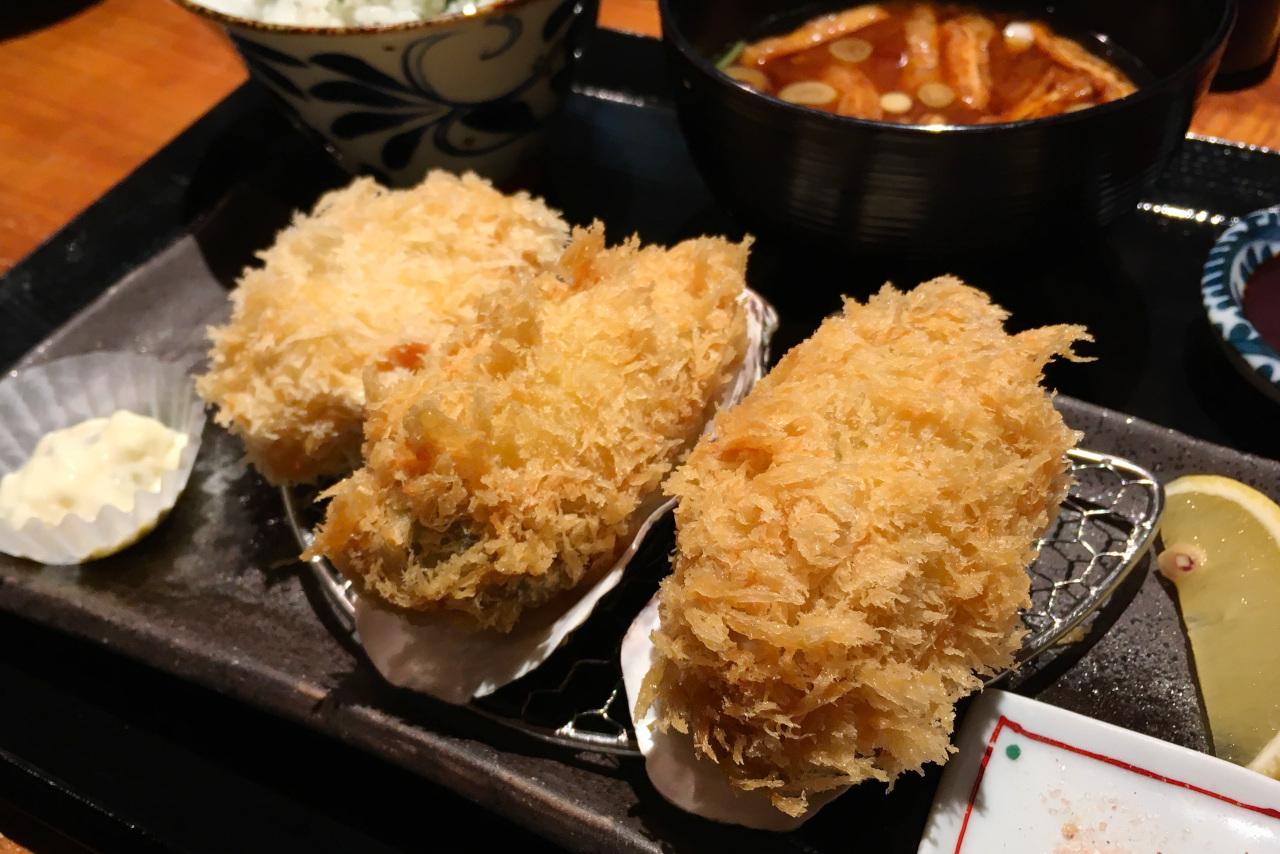 葭川公園すぐの岡本庵 冬限定のミルキーな大粒牡蠣フライ&しっとり柔らかヒレカツが美味しすぎて失神寸前