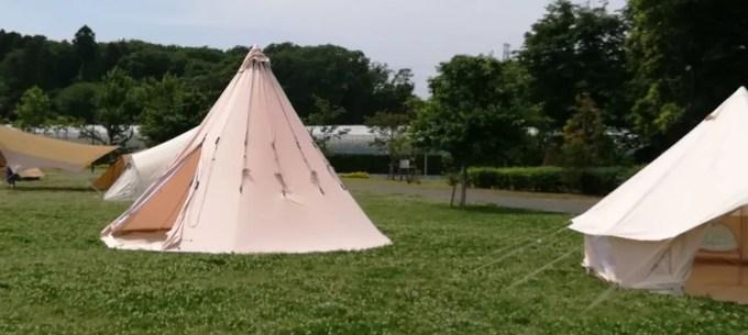 三角錐のテント。
