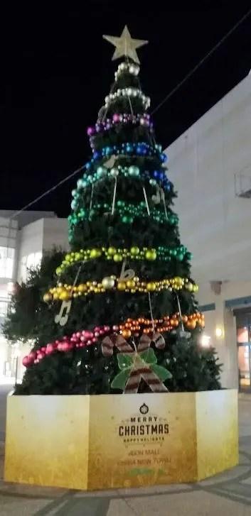 2018千葉ニューイオンのクリスマスツリー、点灯前っす。