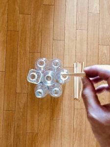 【高齢者室内レクリエーション・ゲーム(game for the elderly)】割り箸を使って『7本ペットボトルダーツゲーム』