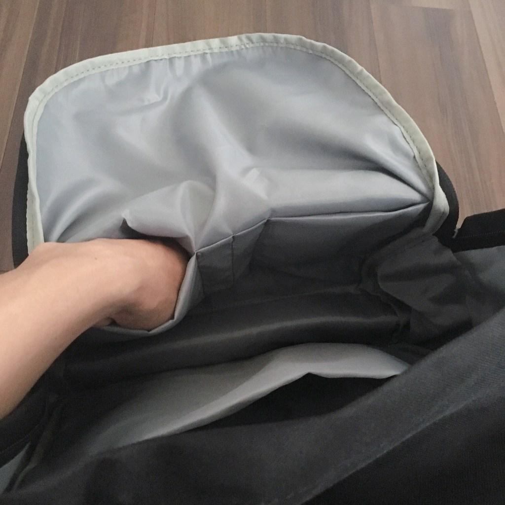 Amazonベーシック バックパック クラシック内部前面ポケット2