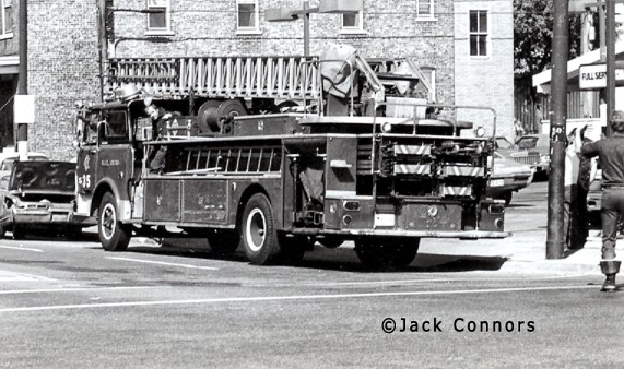 Chicago Fire Department 1968 Mack CF Pirsch aerial ladder Chicago Truck 35