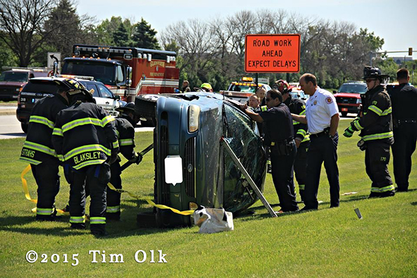 two trapped from car crash in Glenview 6/3/15