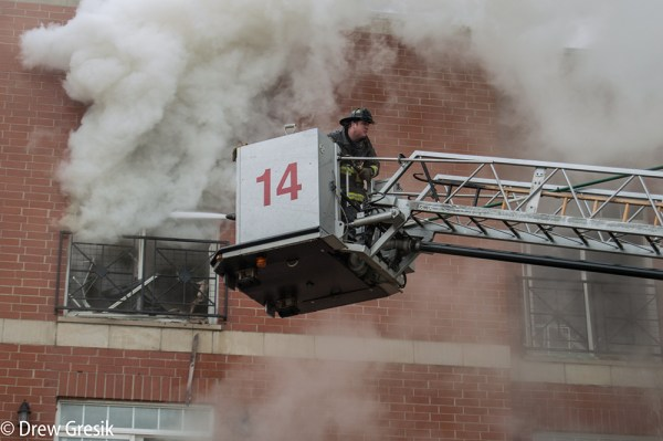 Chicago FD Tower Ladder 14