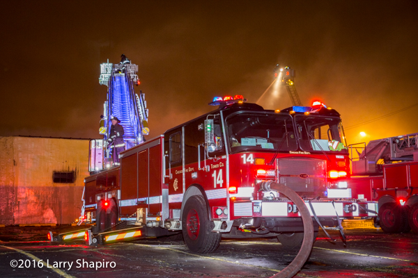 Chicago FD Tower Ladder 14 E-ONE Cyclone II tower ladder HP100