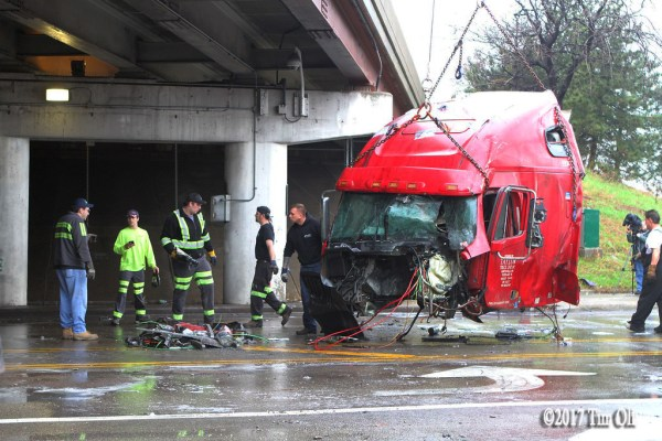 semi tractor separated from chassis during crash