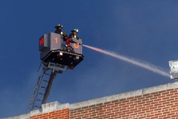 Chicago FD Tower Ladder 10