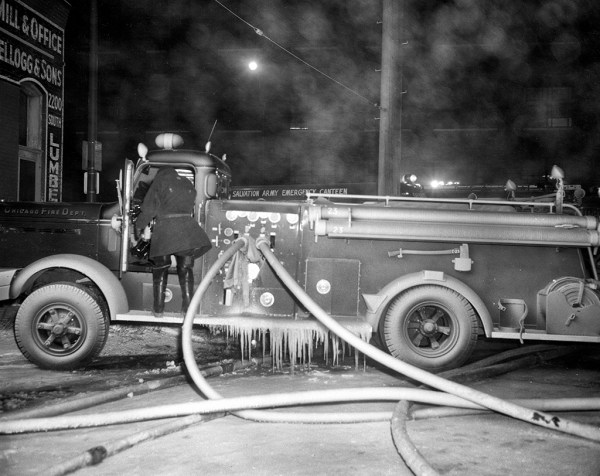 historic image of Chicago FD Engine 23