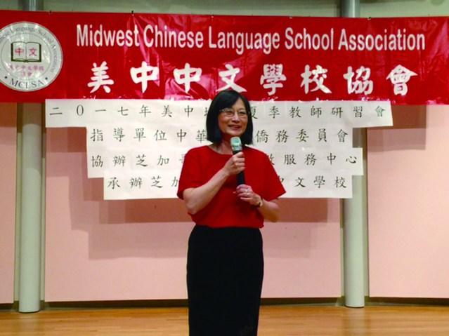 美中中文學校協會會長石鴻珍致詞