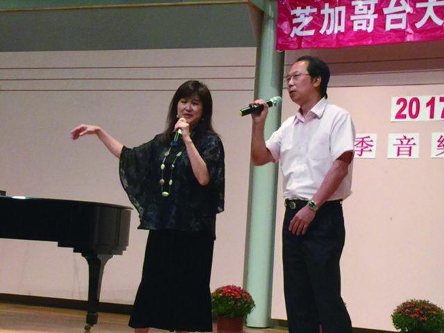 葉秀萍(左)林志華(右)夫婦聯合演唱膾炙人口的經典歌曲《想你的時候》
