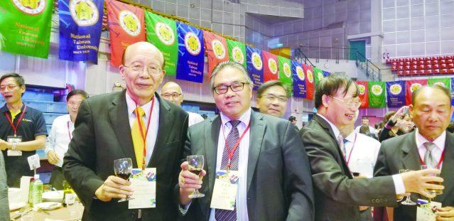 14李著華(右)與台大前校長李嗣涔(左)合影