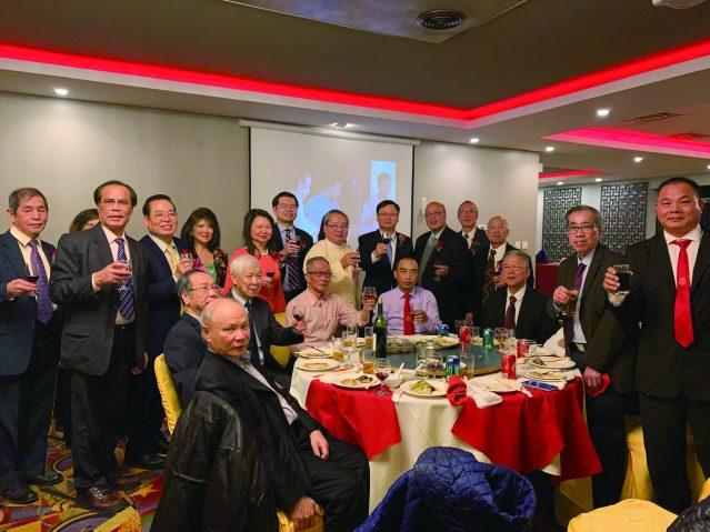照片十三:黃鈞耀處長、黃于紋主席、馮景旺會長、李黃群英會長與龍崗親義公所祝酒