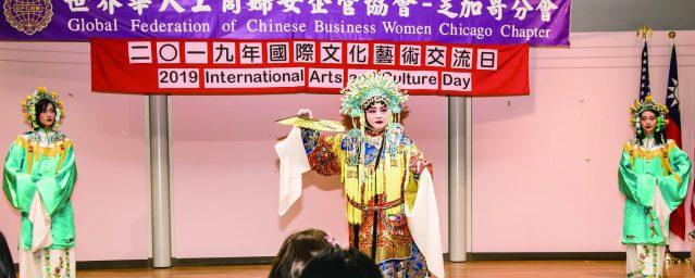 張如惠(中)陳曦、陳嵐表演典雅華麗的中國傳統戲劇《貴妃醉酒》