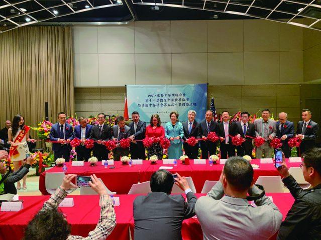 照片七:出席論壇的嘉賓為第二屆中餐國際論壇開幕剪綵