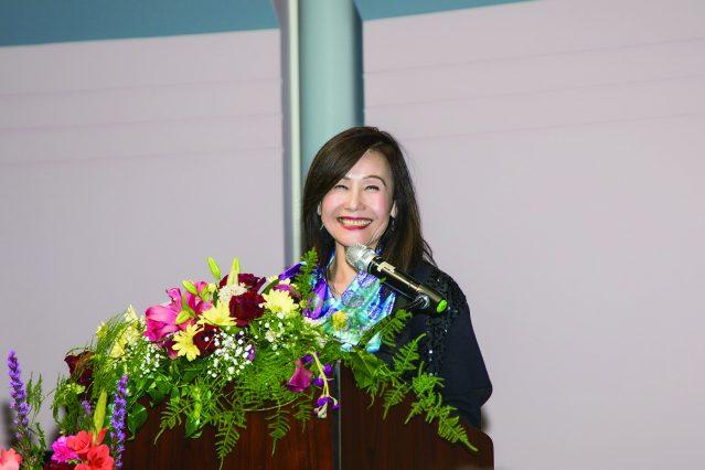 美麗動人的世華理事倪幼薇擔任節目主持