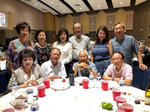 參加「台灣珍寶美食」晚宴的台美商會前會長等貴賓以及好朋友們合影