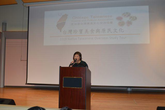 芝加哥台灣美食文化交流協會的會長陳美麗致歡迎詞