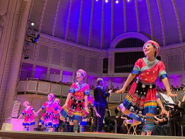 照片十二:東方舞蹈團帶來精彩舞蹈《瑤族舞曲》