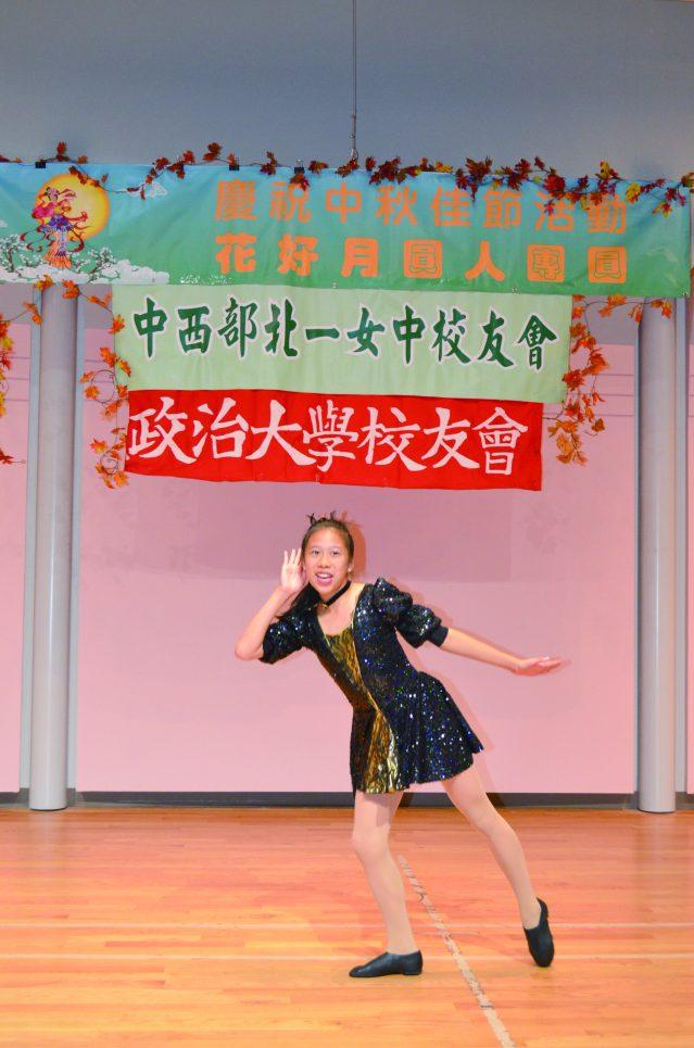 陳蔓寧表演輕快活潑的舞蹈《Time Warp》