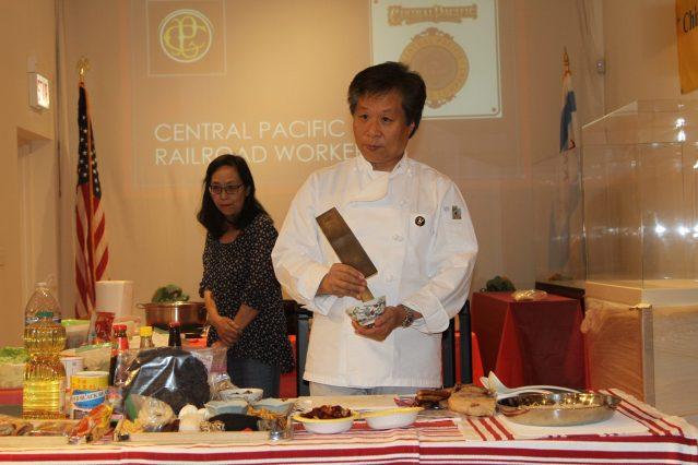 2.華工後代李宗保現場為大家烹飪當年華工的伙食