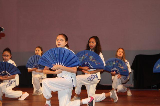 5.蒙特梭利語言學校學生表演《功夫扇》