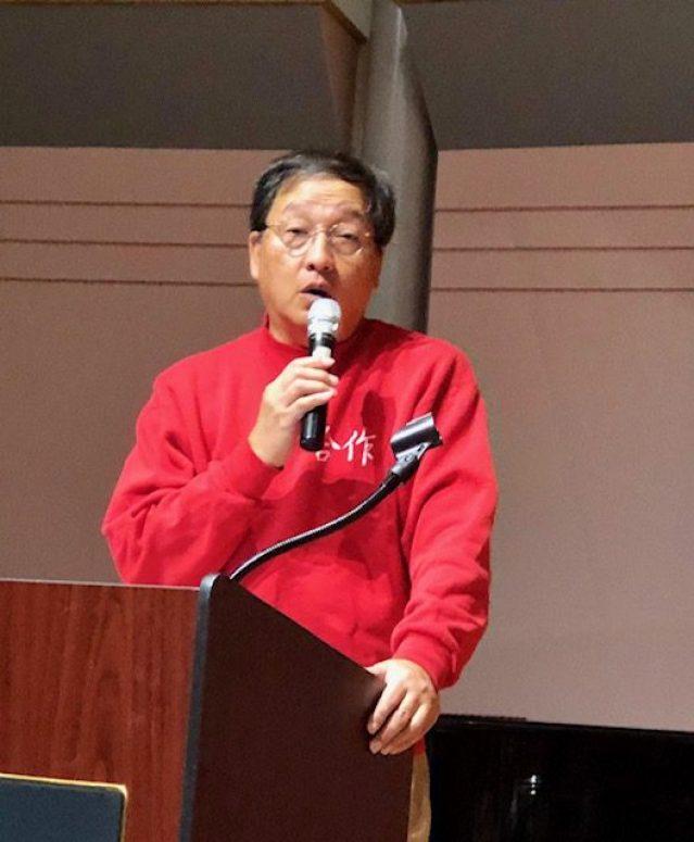 美中中文學校協會的副會長錢懷德擔任當晚教師節敬師餐會的主持