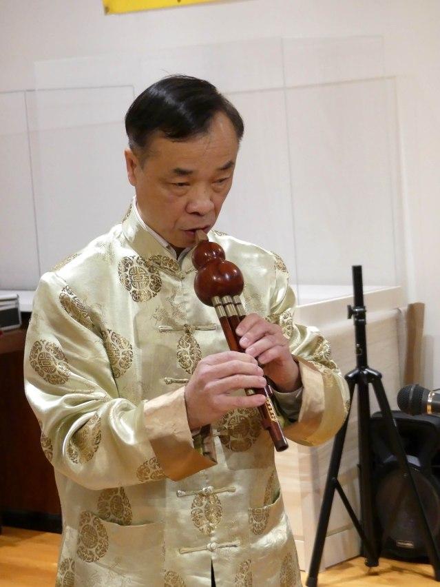 4.民樂家梁嘉驅用不同樂器演奏多首曲目