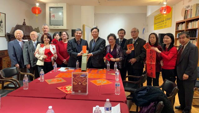 13.黃鈞耀處長、伍健生主席等人拜訪華裔博物館