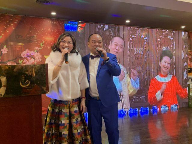 12.東主陳健明伉儷獻唱《月亮代表我的心》《歡樂年年》送上祝福