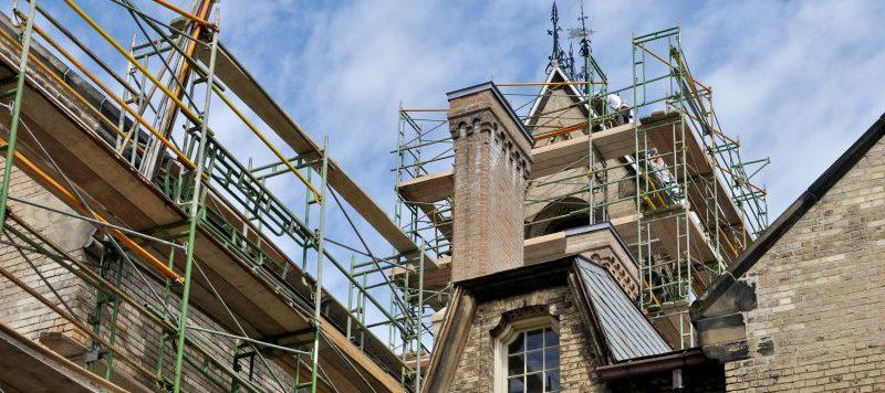 workers restore original architecure on college campus