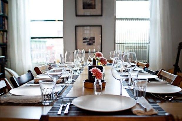 DinnerPartyTableEmpty