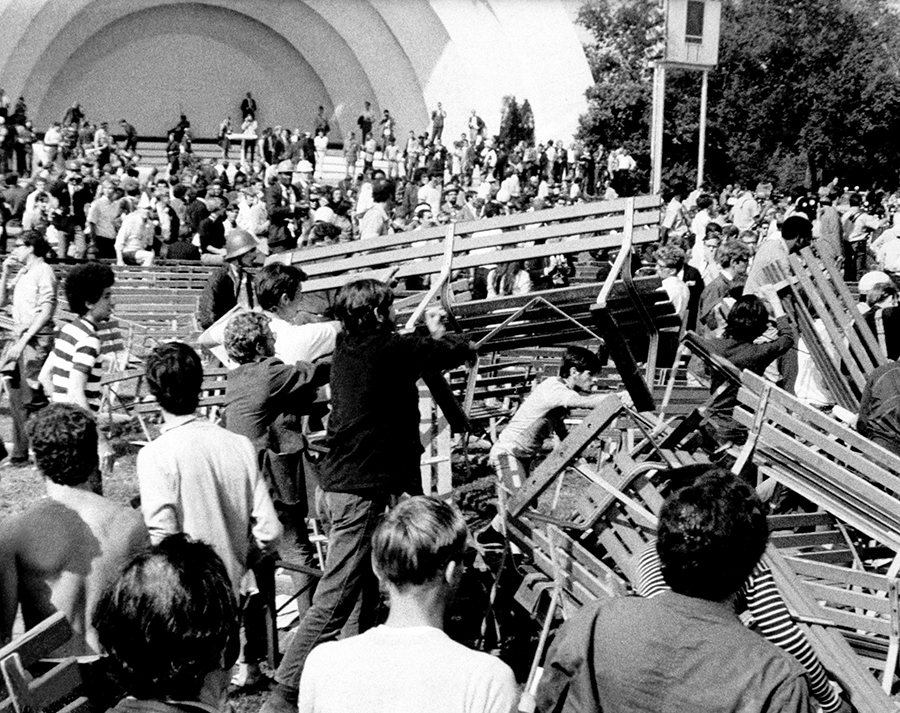 Hippies and Yippies used benches in Grant Park to construct a barricade against Chicago police and the National Guard.