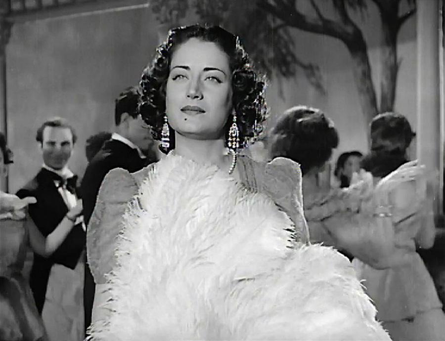 "Asmahan in the 1944 film <i>Gharam wa Intiqam</i> (""Passion and Revenge"")"