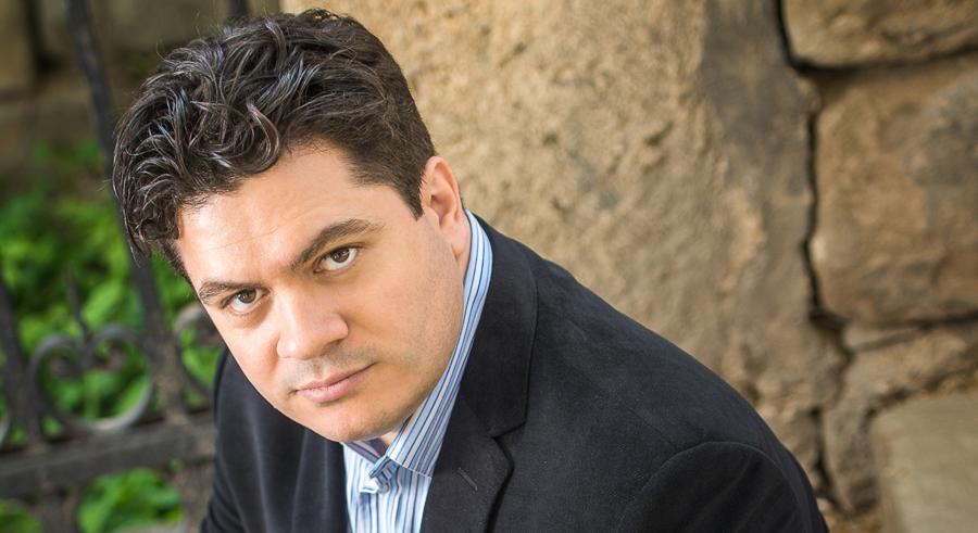 Cristian Măcelaru conducts <i>The Planets: An HD Odyssey</i> on Wed 7/13.