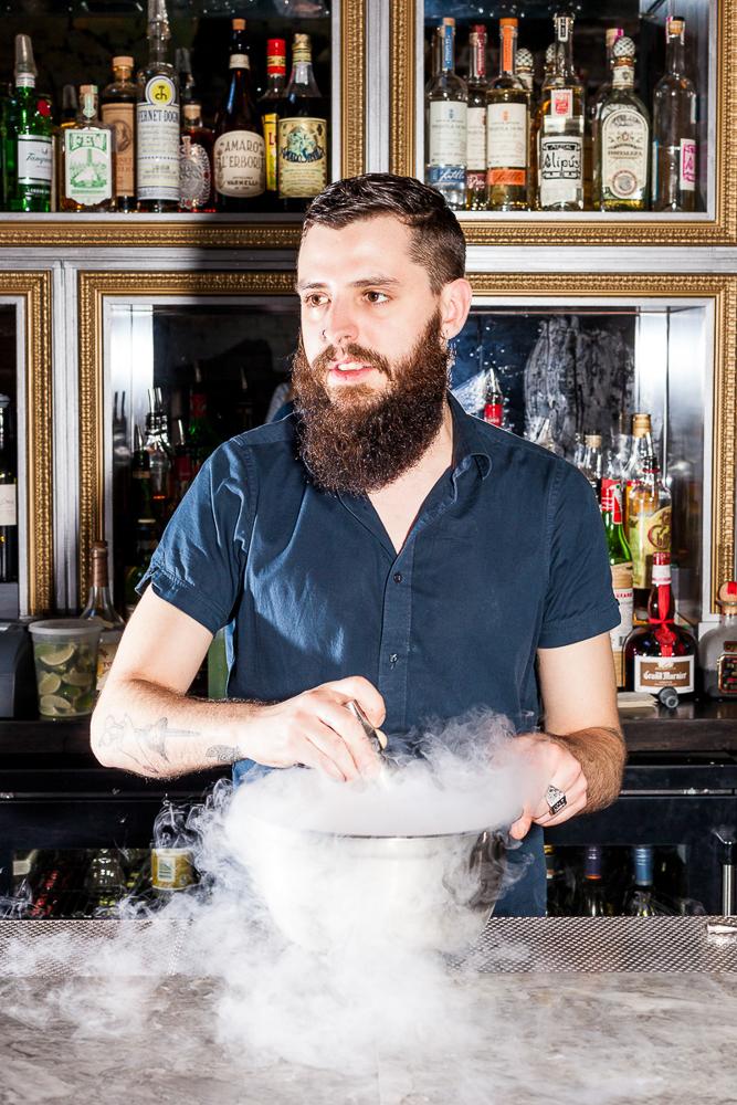 Bartender mixing the Fraise d'Amor