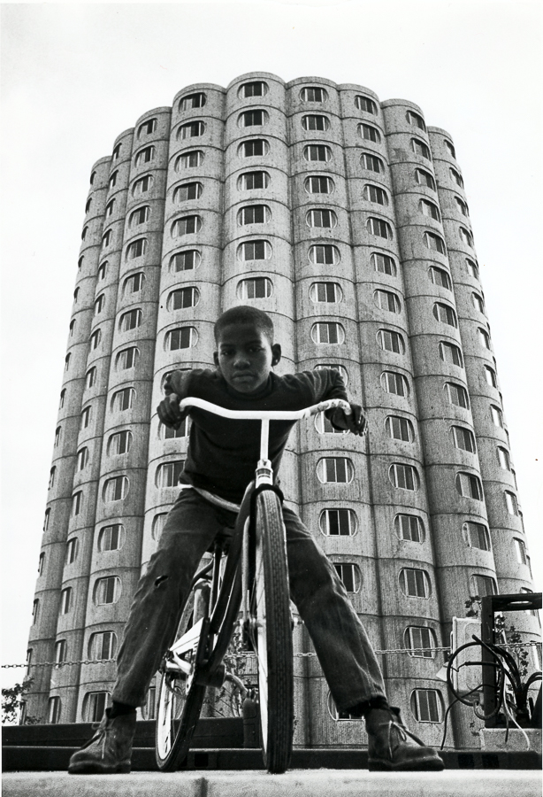 Although Hilliard was home to fewer children than other public housing high-rises, the complex hosted activities and included child-friendly features like an amphitheater and drag-racing path.