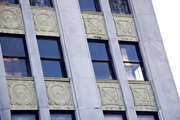 Hump Hair Pin logo motif on the facade