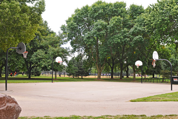 Oz Park, Lincoln Park: While school officials want the hoops removed or locked up during weekdays, community leaders and the Park District have balked.