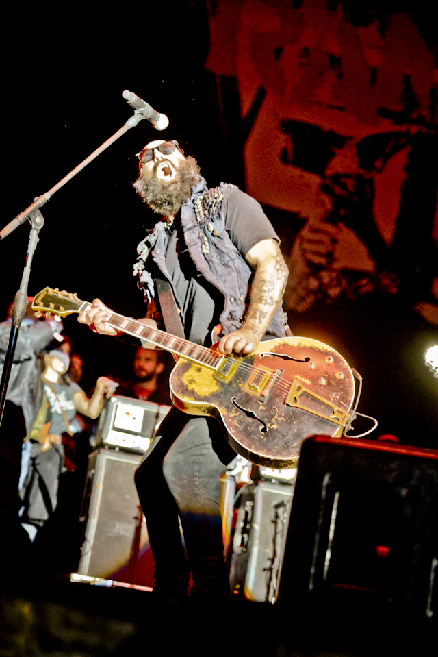 Who thinks Tim Armstrong from Rancid should shave his beard into a Mohawk?