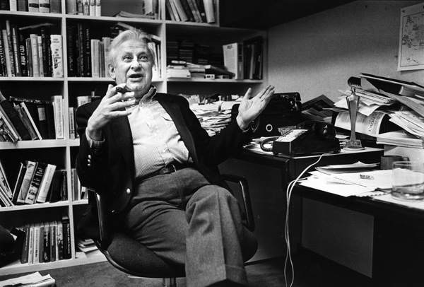 Studs Terkel in his Chicago office in 1985 after hearing he had won a Pulitzer Prize.