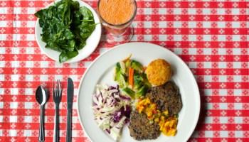 "<a href=""/chicago/five-favorite-vegetarian-meals-at-nonvegetarian-restaurants/Slideshow?oid=5013137&slide=5"">Favorite veg dish at a nonveg restaurant</a>?"